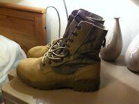 Men's Magnum Desert Boots size 9m