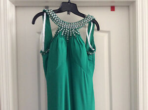 Long sleeveless backless green dress Strathcona County Edmonton Area image 4
