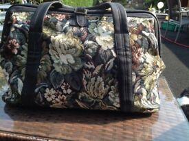 Black tapestry Gladstone bag