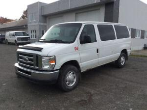 camion Ford Econoline E-350 XLT 2010 super duty 1 tonne 12 passa