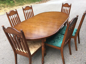 Extendable diningroom table and six solid wood chairs $135.00