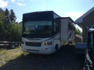 2013 Georgetown Forest River Motorhome 7537 km v10 Gas Moter