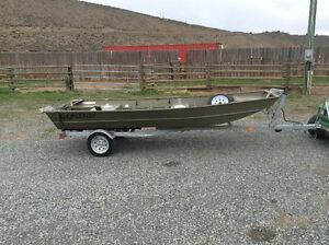 L1436 Lowe Jon Boat