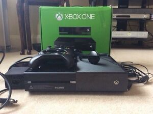 Xbox 500GB with 2 controllers and Kniect and 5 games.