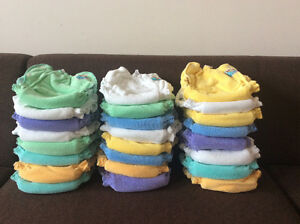 Cloth diapers / Couches lavables, presque neuf