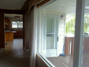 Sunny Southside Mainfloor Suite Available Sept. 1