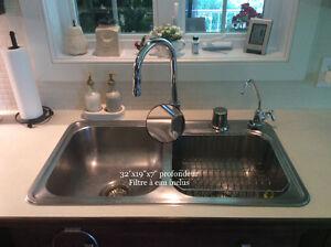 Évier de cuisine double avec filtre à eau