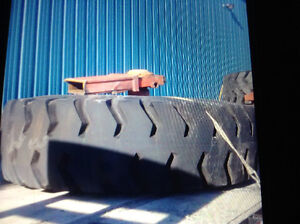 Heavy rock truck or carryall tires