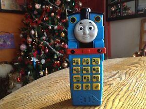 Téléphone cellulaire thomas le train. 12 phrases / batteries