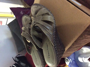Bare traps size 9 summer wedge shoes