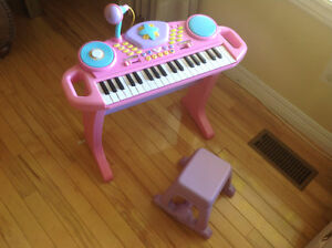 Bruin - Light-Up Keyboard with Stool - Pink
