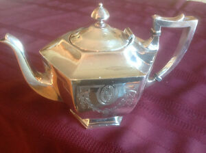 HOMES AND EDWARDS SILVERPLATE TEA SET West Island Greater Montréal image 2