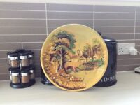 1950's COUNTRY SCENE WALL PLATE.