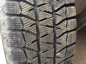 pneus 225/60R16 d'hiver sur jantes