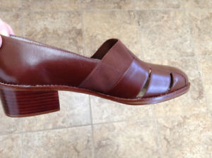 100% Genuine Leather Shoes – Size 8 – BRAND NEW IN BOX