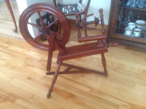 Small Spinning Wheel - Excellent Condition