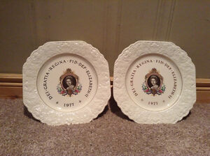 Pair of collectible Queen Elizabeth II Silver jubilee plates Kitchener / Waterloo Kitchener Area image 1
