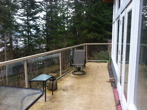 Aluminum and glass deck railing