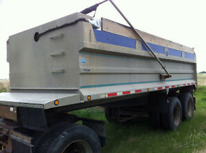Raliance Tri-axle Dump Trailer