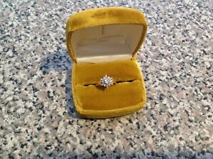 Gorgeous 14KT gold cluster diamond ring