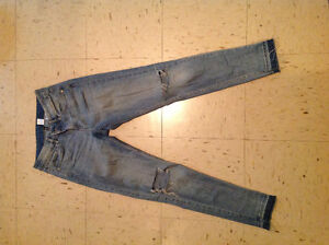 Women's H&M ripped skinny jeans. Size small (6)
