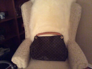 LOUIS VUITTON ARTSY MM MONOGRAM BAG