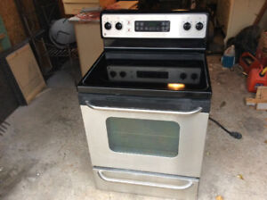 GE FLAT TOP STAINLESS STOVE