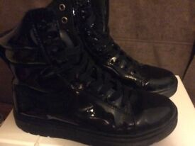 Dr martins patent leather 39