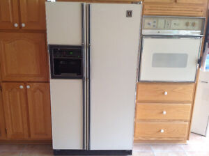 Side by side refrigerator and stove and oven for sale