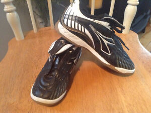 Indoor soccer shoes -size 2 youth