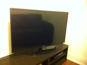"""Samsung UN40H5203 40"""" Smart TV (and Ikea Stand)"""