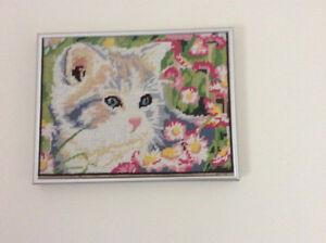 Petits points. Magnifique chaton et adorable toutou.