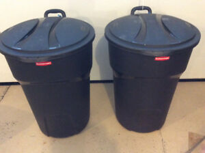 Rubbermaid Garbage cans