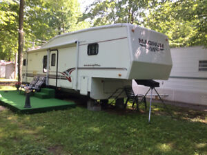 Fifth Wheel Magnum 33 ft