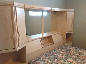 Ensemble tête de lit avec armoires