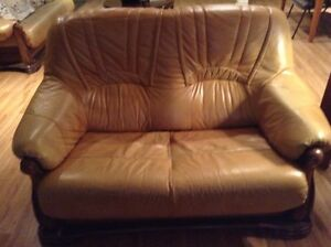 2 Tan Kid Leather 3 Seater and Love Seat West Island Greater Montréal image 2