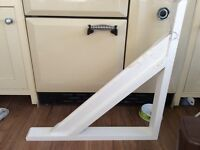 2x 700mm White Gallow Brackets
