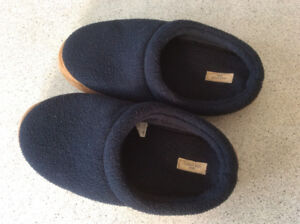 Youth size 5 Land's End Slippers