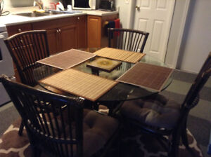 Beautiful dark brown wicker table with 4 chairs great condition