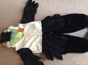 Warm parrot costume- aged 5-7 years.