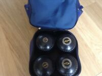 SET OF HENSLITE BOWLS SIZE 4 INCLUDING JACK AND BAG.