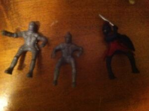Set of Plastic Medieval Knights Toy Soldiers Cambridge Kitchener Area image 6