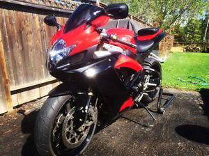 2006 GSX-R 600 Red and Black 4500 OBO
