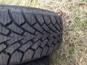 205/60/16.  Tire in excellent shape lots of tread.