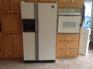 Side by side refrigerator and stove and oven for sale West Island Greater Montréal image 3