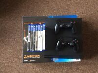 Boxed PS4 500GB 2 controllers and 7 games inc FIFA 17