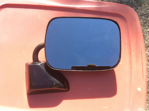 Chevy/GMC truck mirrors and center cap Kingston Kingston Area image 3