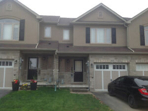 BEAUTIFUL 2 YEAR OLD HAMILTON MTN TOWNHOUSE FOR RENT AVA JUNE 1