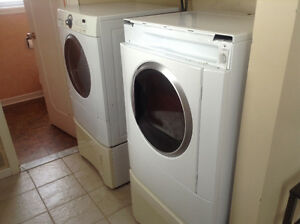 Frigidaire washer and dryer with pedestals