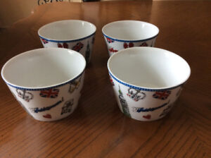 "Set of 4 ""London Tour"" bowls"